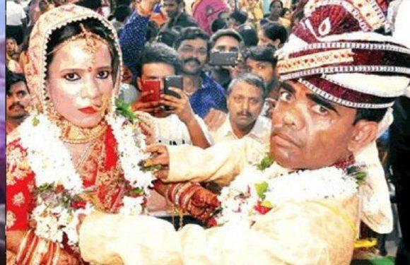 गोरखपुर में हुई एक अनोखी शादी दुल्हा-दुल्हन के साथ सेल्फी लेने वालो की दिखी भीड़