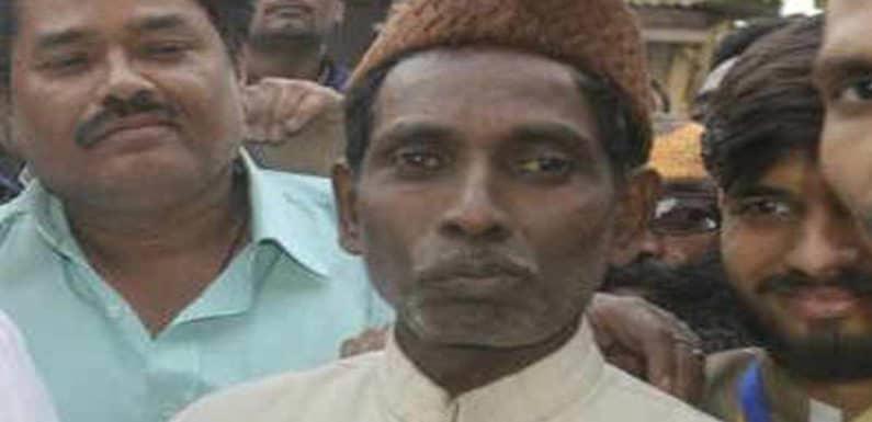 अयोध्या की ईदगाह में अमन चैन की नमाज अदा कर पाक पर बरसे इकबाल अंसारी
