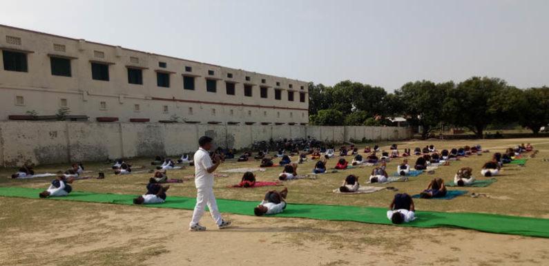 चौथे अंतर्रराष्ट्रीय योग दिवस पर एन सी सी केडेट्स ने किया योगा और लिया संकल्प