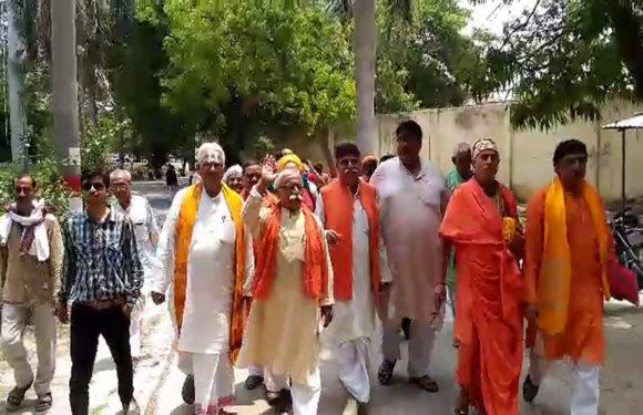 2019 में मोदी की ईंट से ईंट बजा देंगे, राम मंदिर ना बनने से नाराज हुए अयोध्या के संत देखें वीडियो