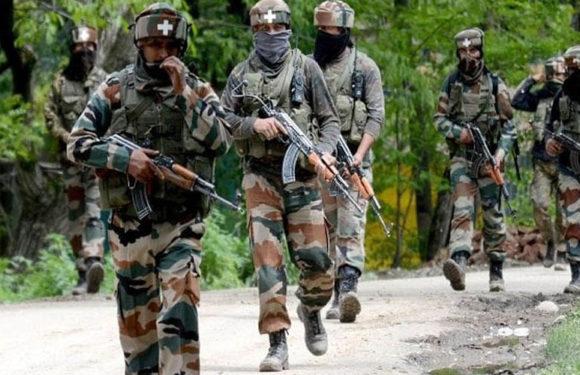 भीड़ के पथराव के बाद भी कश्मीर में सुरक्षाबलों ने तीन आतंकियों को मार गिराया