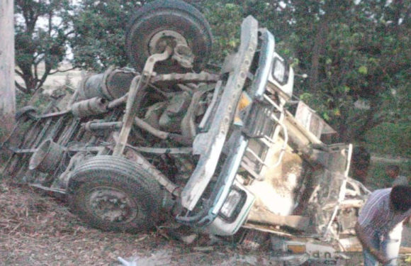 डंफर ने आनियंत्रित होकर इनोवा में मारी  टक्कर, 5 लोगों की दर्दनाक मौत