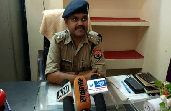 लखीमपुर खीरी पुलिस फिर विवादों में, चोरी की बाइक चलाते दरोगा का फोटो वायरल