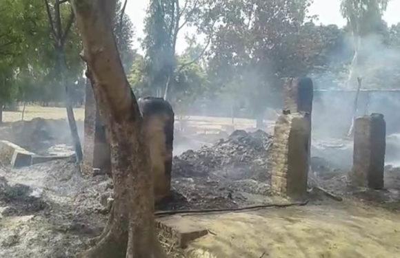 सीतापुर में अज्ञात कारणों से लगी आग, दो घर हुए जलकर खाक