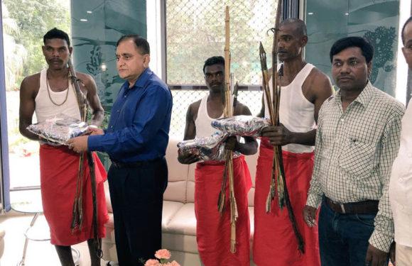 पुलिस महानिदेशक ने आदिवासी तीरंदाजी प्रतियोगिता में विजेताओं को किया सम्मानित