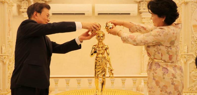 दक्षिण कोरियाई राष्ट्रपति मून जे-इन ने स्वामीनारायण अक्षरधाम मंदिर का किया दर्शन