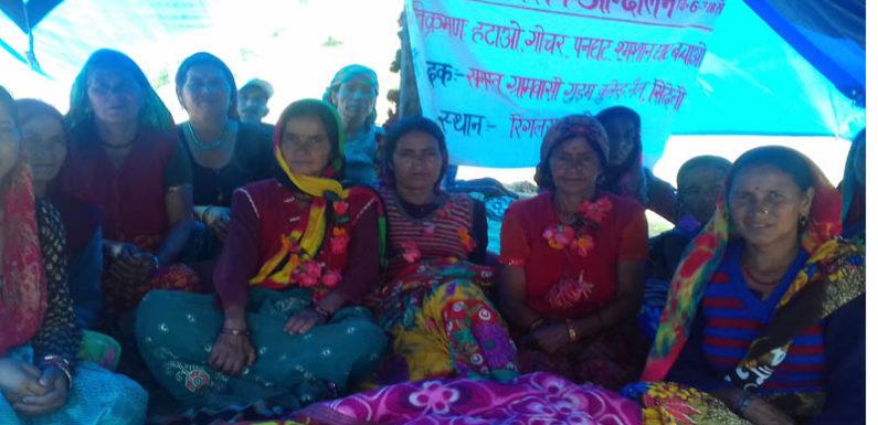 3 दिन से आमरण अनशन पर बैठीं महिलाओं की हालत बिगड़ी, नही हटा अतिक्रमण