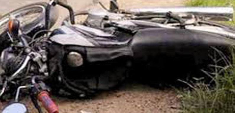 ट्रैक्टर से भिड़ी मोटरसाइकिल, मौके पर बाइकसवार की मौत