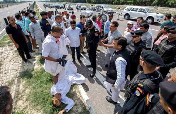 एक्सप्रेस-वे पर अखिलेश ने की घायलों की मदद, अपने गाड़ी से भेजा अस्पताल