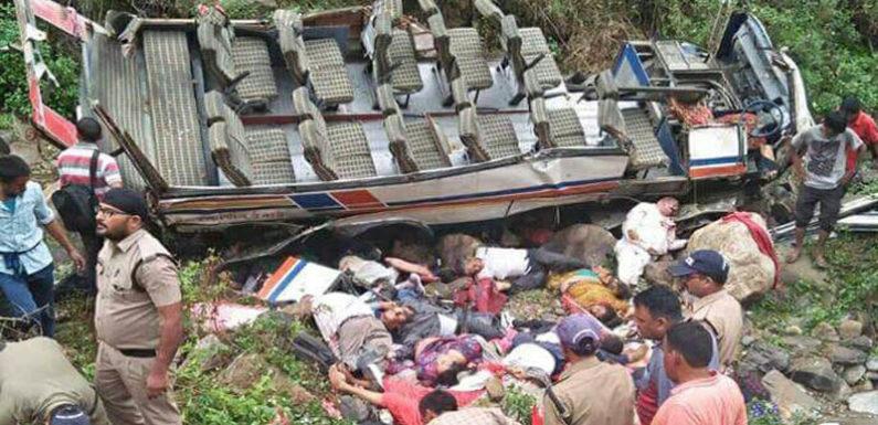 पौड़ी में मौत का सफर, बस खाई में गिरी, 45 लोगों की दर्दनाक मौत