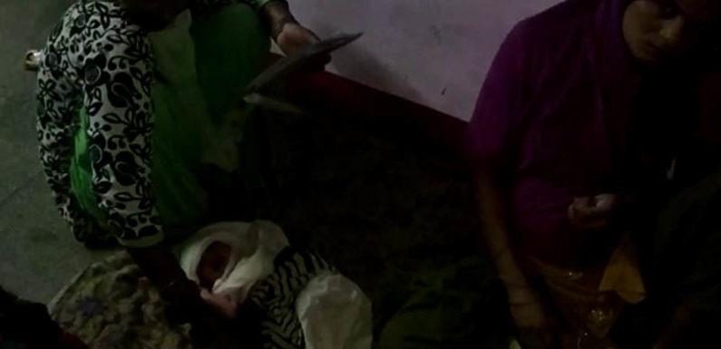 लखीमपुर में मानवता तार तार, प्रसूता को अस्पताल में नवजात बच्चे सहित फर्श पर लिटाया