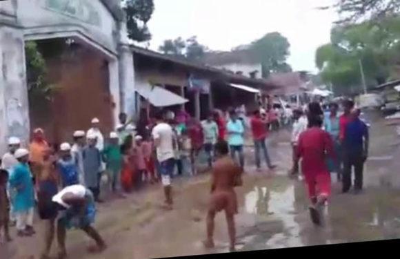 फैजाबाद में योगी के वादों की खुली पोल, कच्ची सड़क पर धान की रोपाई कर ग्रामीणों ने किया विरोध