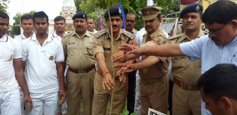 पुलिस लाईन वन महोत्सव का हुआ आयोजन,1000 पौधों का हुआ रोपण