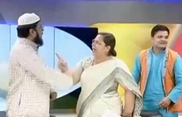 लाइव शो के दौरान मौलाना ने महिला वकील को पीटा, स्टूडियो पहुंची पुलिस