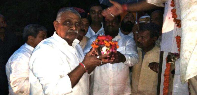 अटल बिहारी बाजपेई की अस्थियां उनके कर्म क्षेत्र बलरामपुर की अविरल धारा राप्ती में प्रवाहित