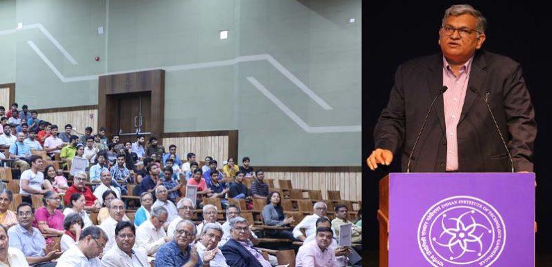 आईआईटी गाँधीनगर ने पूरे किए गौरवमयी 10 साल, योगदानकर्ताओं का हुआ सम्मान