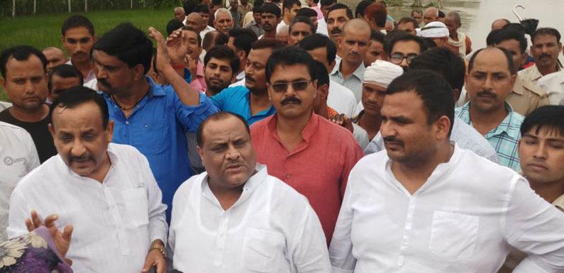 बाढ़ क्षेत्र का दौरा कर बोले पूर्वमंत्री पंडित सिंह भाजपा में कमीशन न तय हो पाने के कारण न बन सका बाँध