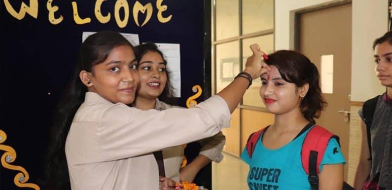 सुभारती के जनसंचार एवं पत्रकारिता संकाय में नये छात्रों का किया गया स्वागत