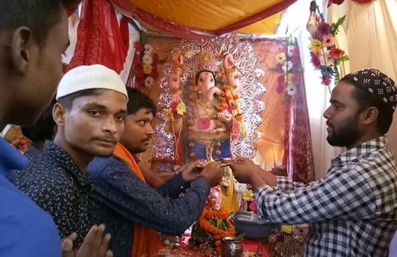 राम नगरी अयोध्या में हिंदू मुस्लिम मिलकर करते हैं गणेश पूजा