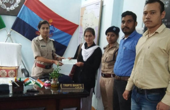 चमोली पुलिस की तत्परता से एटीएम ठगी के शिकार हुई युवती को मिली रााशि