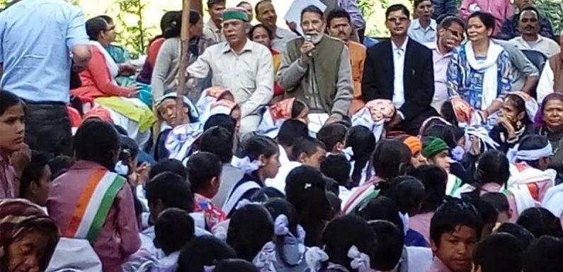 गांधी जयंती पर पर्यावरणविद चंडी प्रसाद भट्ट ने रामधुन पर निकालीरैली