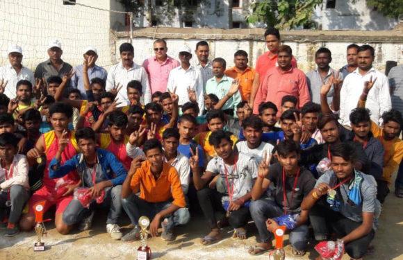 64वीं जनपदीय वालीबाल प्रतियोगिता बापू इण्टर कॉलेज पीपीगंज के खेल मैदान पर सम्पन्न