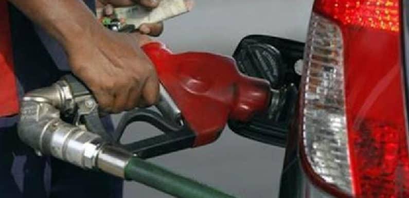 दिल्ली में आज चार-सौ पेट्रोल पंप हड़ताल पर