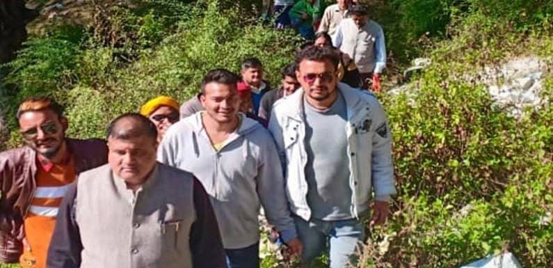 बद्रीनाथ के विधायक महेंद्र प्रसाद भट्ट ने पोखरी नगर पंचायत में किया जनसम्पर्क