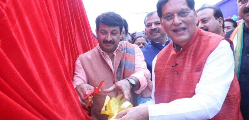 दिल्ली भाजपा अध्यक्ष ने मानव रहित सीवरेज सफाई के उपकरणों का किया उद्घाटन