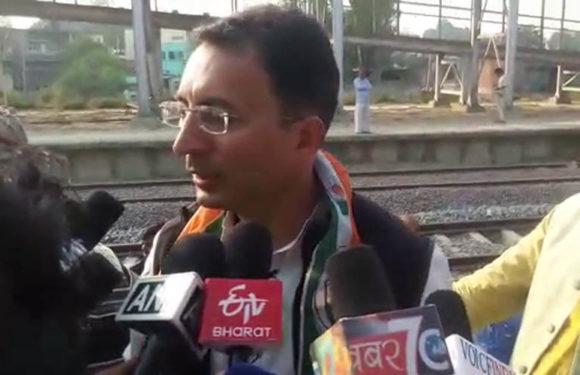 जितिन प्रसाद ने रेल विभाग को ज्ञापन सौपकर मौजूदा सरकार पर किये तीखे कटाक्ष