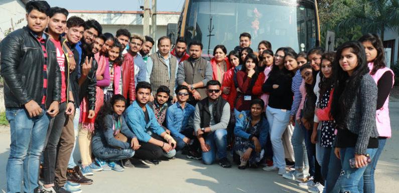 शैक्षिक भ्रमण पर रवाना हुए सुभारती पत्रकारिता महाविद्यालय के विद्यार्थी
