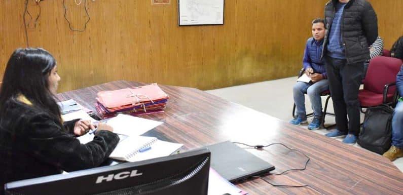जिलाधिकारी ने विभिन्न आजीविका संगठनों की आर्थिक उन्नति के लिए दिए सुझाव