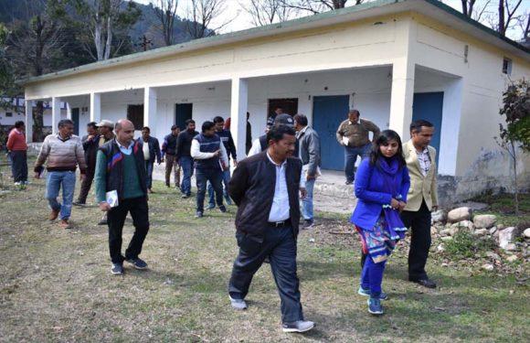 पुलिस मैदान गोपेश्वर से ही रवाना की जायेगी13 मतदेय स्थलों के लिए पोलिंग पार्टियां