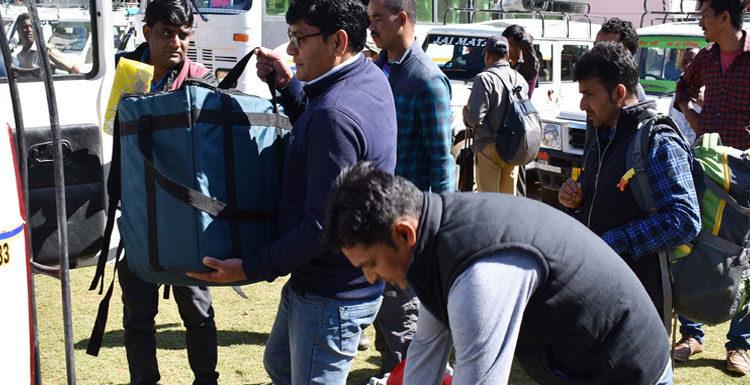 चमोली में 13 मतदान स्थलों के लिए पोलिंग पार्टियों गोपेश्वर से रवाना