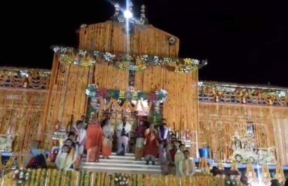 ब्रह्म मुहूर्त में खुले बदरीनाथ के कपाट, जयकारों से गूंजा बद्रीनारायण धाम
