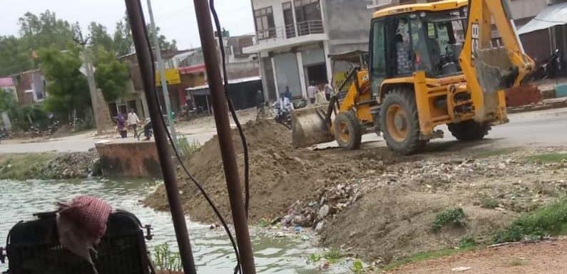 भू-माफिया और राजस्व अधिकारियों से साठ-गाँठ से पट सकता था तालाब,रोक
