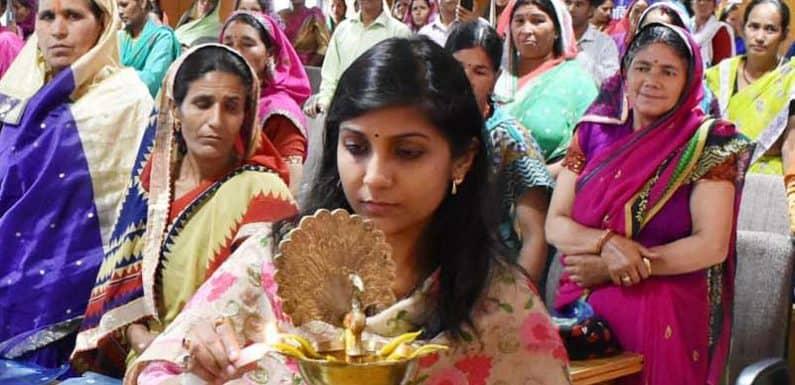 आजीविका मिशन से ग्रामीण महिलाओं के जीवन में बडा सामाजिक आर्थिक परिवर्तन- जिलाधिकारी