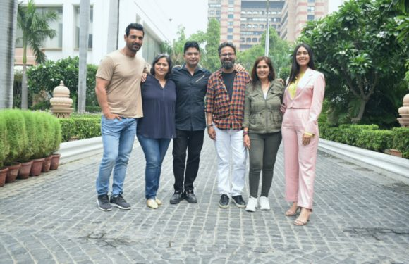 जॉन अब्राहम और मृणाल ठाकुर ने दिल्ली में किया फिल्म 'बाटला हाउस' का प्रचार