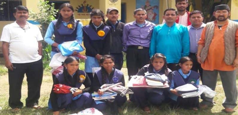 शिक्षक जो हर स्वतंत्रता दिवस पर लेते है गरीब बेटियों को गोद
