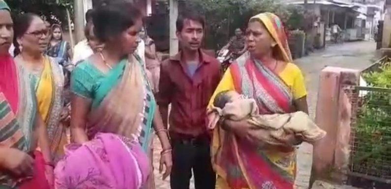 प्रसूता से अभद्रता कर भगाया, अस्पताल के बाहर दिया बच्चे को जन्म