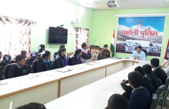 छात्र पुलिस कैडेट योजना के अन्तर्गत स्कूली बच्चों को पुलिस अधीक्षक ने दिए भविष्य संबंधी जरूरी संदेश
