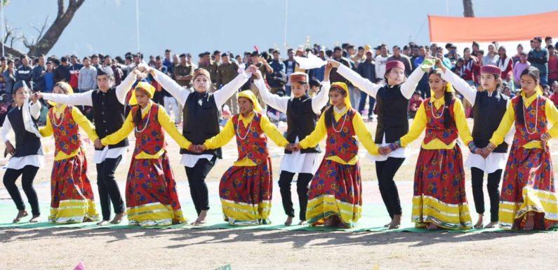 चमोली में बडे धूमधाम एवं हर्षोल्लास के साथ मनाया गया गणतंत्र दिवस
