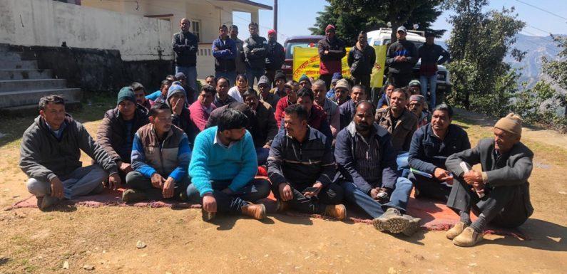 प्रमोशन में आरक्षण समाप्त करने के विरोध में 11 वें दिन हड़ताल जारी