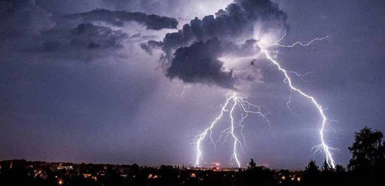 यूपी में आकाशीय बिजली से 11 लोगों की मौत