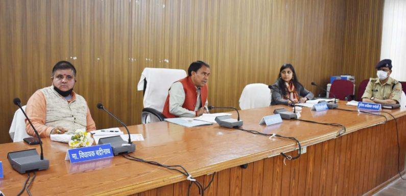मंत्री ने स्वास्थ्य सुविधाओं की बारीकी से की समीक्षा