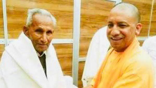 23 करोड़ जनता के कर्तव्यबोध ने पिता के अंतिम संस्कार में योगी को जाने से रोका