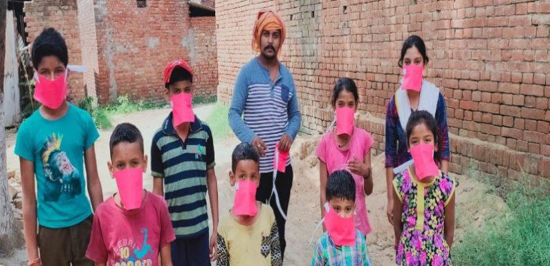 बच्चों को मास्क और सेनेटाइजर वितरित किया गया