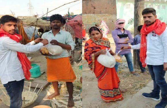 गाजीपुरः बीजेपी नेता बरुण पांडेय ने किया मोदी किट का वितरण