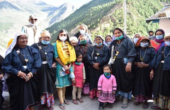 उत्तराखंडः सीमा क्षेत्र के गांवों में पहुँची जिलाधिकारी स्वाति एस भदौरिया