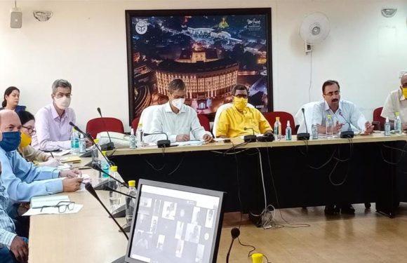 पर्यटन राज्य मंत्री नीलकंठ तिवारी ने विभाग के अधिकारियों के साथ की समीक्षा बैठक